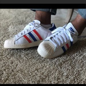 Tri-color shell-toes